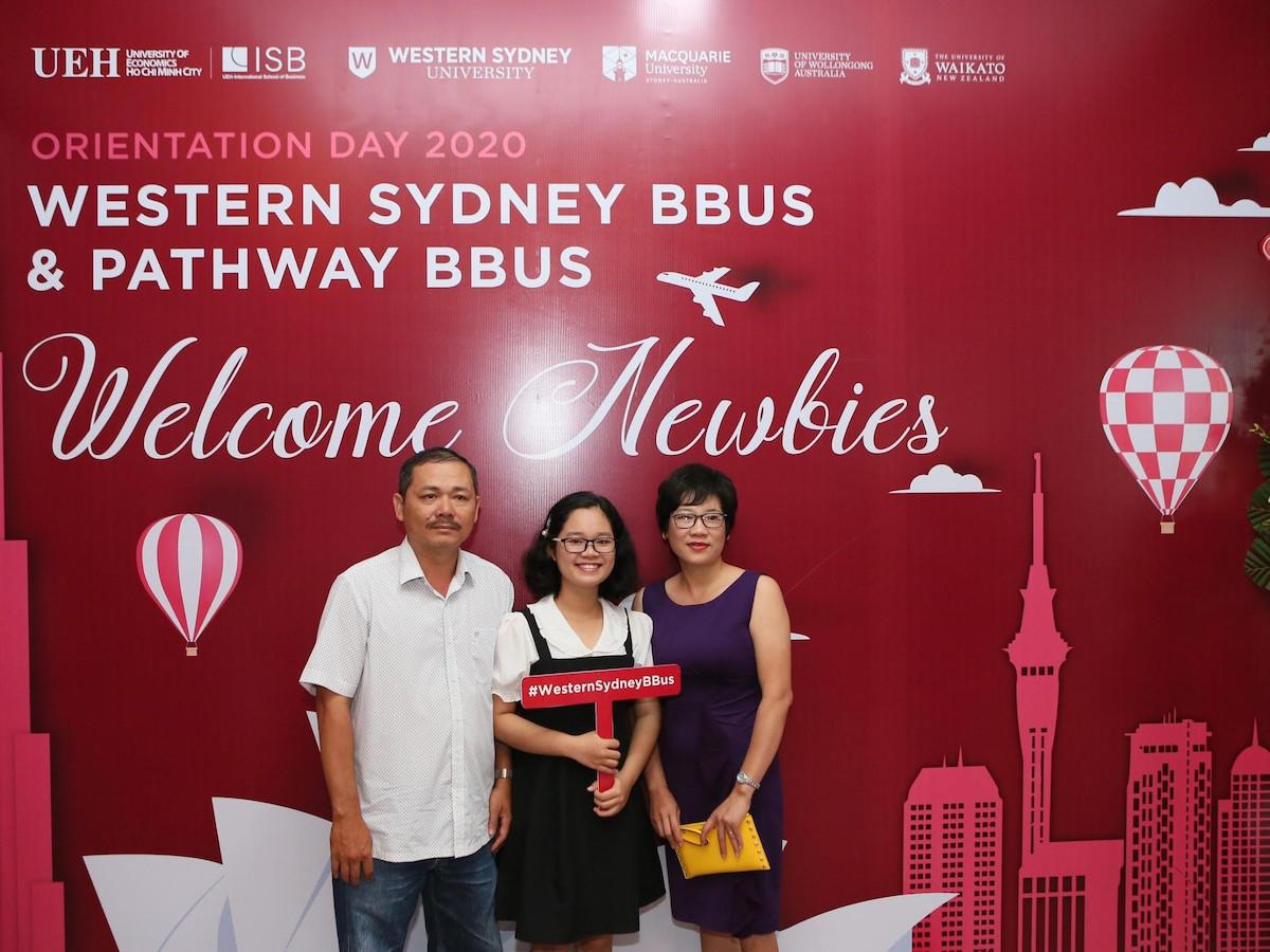 Western Sydney BBus là chương trình đào tạo được gia đình em Nguyễn Ngọc Khánh Phương (ở giữa) lựa chọn. Ảnh: Western Sydney BBus.