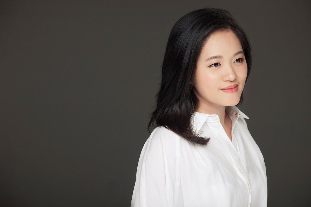 Nghệ sĩ Trang Trịnh sinh năm 1986, tốt nghiệp Thạc sĩ Học viện Âm nhạc Hoàng gia Anh. Ảnh: Trang Trịnh.