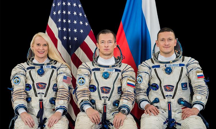 Phi hành gia Kate Rubins, Sergey Ryzhikov và Sergey Kud-Sverchkov. Ảnh: NASA.