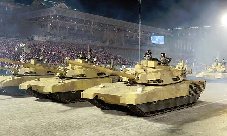 Xe tăng mới của Triều Tiên nhìn từ mặt bên. Ảnh: KCTV.
