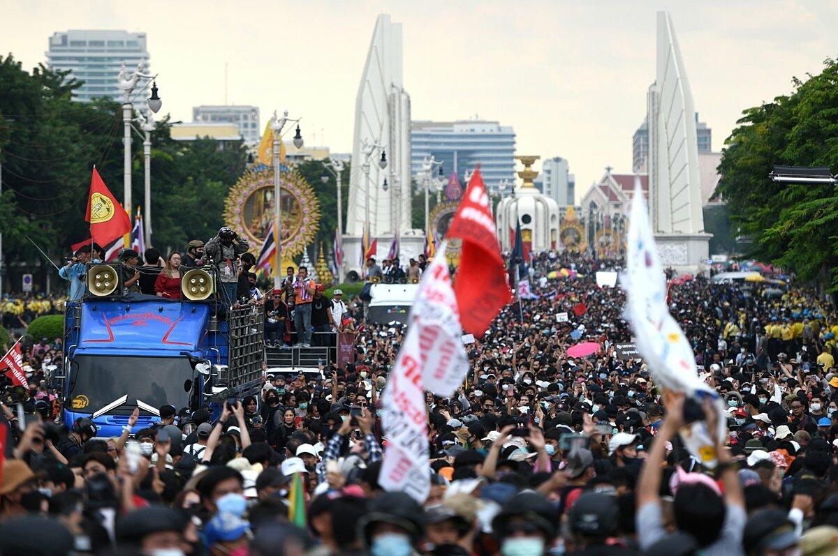 Biểu tình chống chính phủ ở Bangkok, Thái Lan, hôm 14/10. Ảnh: Reuters.