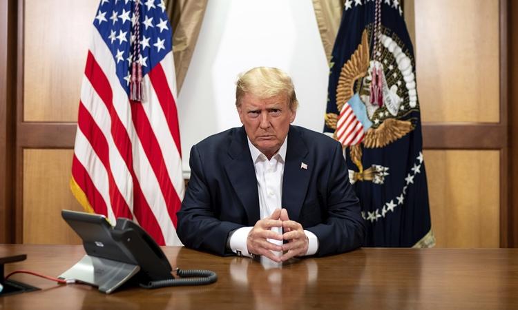 Tổng thống Mỹ Donald Trump tại Trung tâm Quân y Quốc gia Walter Reed ở Bethesda, Maryland, hôm 4/10. Ảnh: Nhà Trắng.