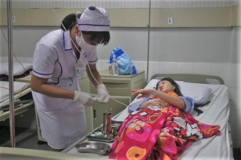 Một trong số 10 người được điều trị tại Bệnh viện An Phước, sáng 15/10. Ảnh: Đức Huynh.