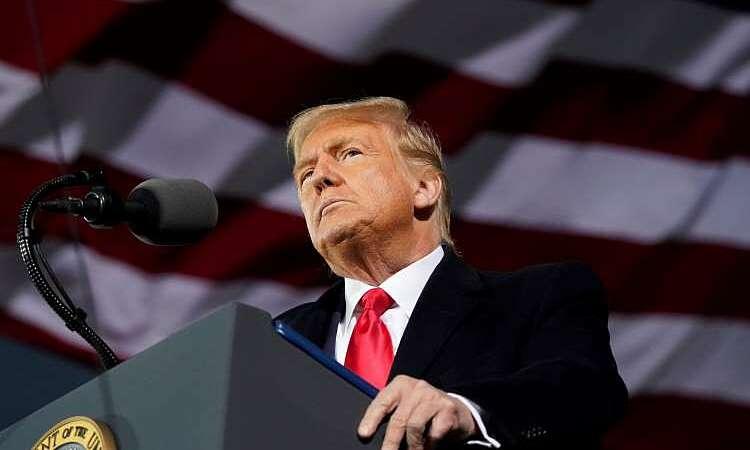 Tổng thống Mỹ Donald Trump tại buổi vận động tranh cử ở Des Moines, bang Iowa, hôm 14/10. Ảnh: AP.