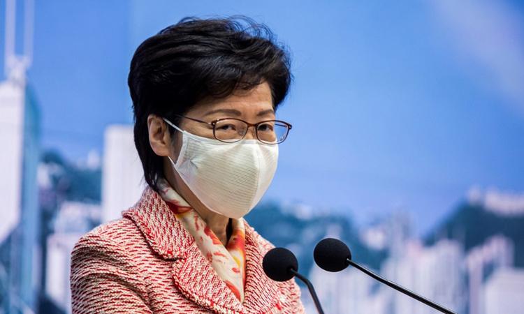 Trưởng đặc khu Hong Kong Carrie Lam tại một cuộc họp báo hôm 6/10. Ảnh: AFP.