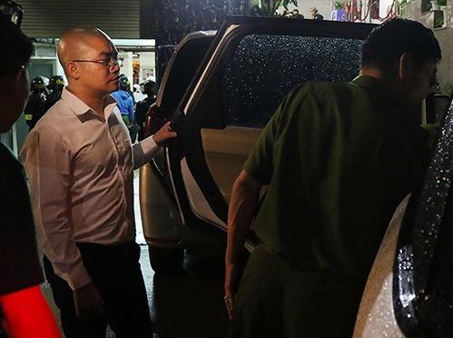 Nguyễn Thái Luyện (trái) lúc bị bắt. Ảnh:Công an cung cấp.