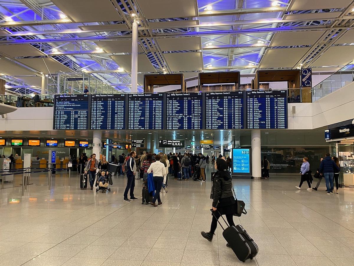 Thuê máy bay riêng sang Đức xin tị nạn