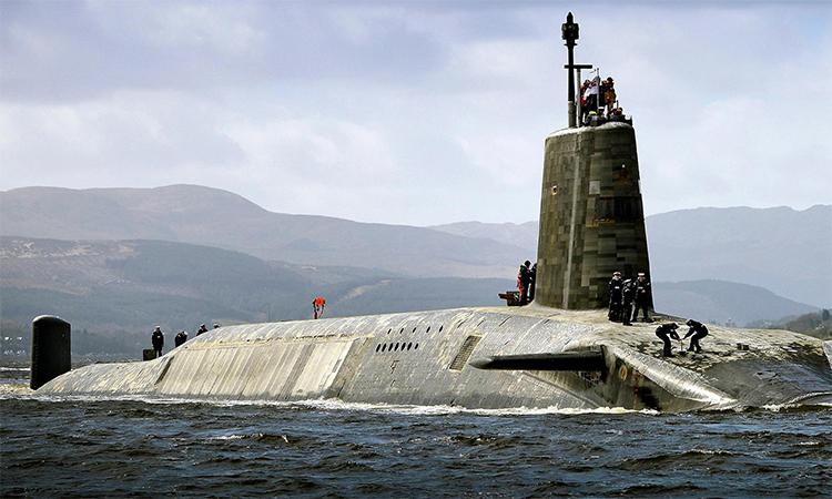 Tàu ngầm hạt nhân HMS Vigilant về căn cứ hải quân Clyde tại xứ Scotland, Anh, tháng 4/2017. Ảnh: BQP Anh.