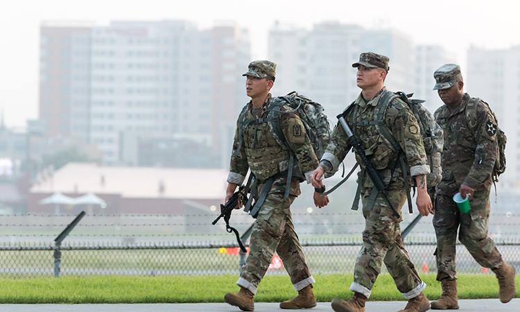 Binh sĩ Mỹ tại căn cứ Humphreys ở Hàn Quốc tham gia cuộc thi hành quân đường dài, ngày 25/8. Ảnh: US Army.