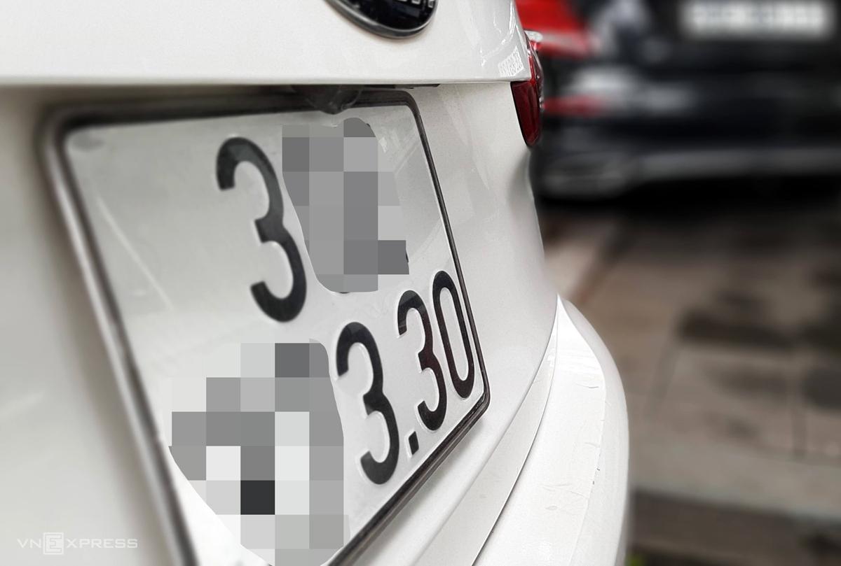 Biển số xe hiện nay trên ôtô cấp theo hình thức ngẫu nhiên sẽ không nằm trong quy định đề xuất là tài sản cá nhân. Ảnh: Bá Đô
