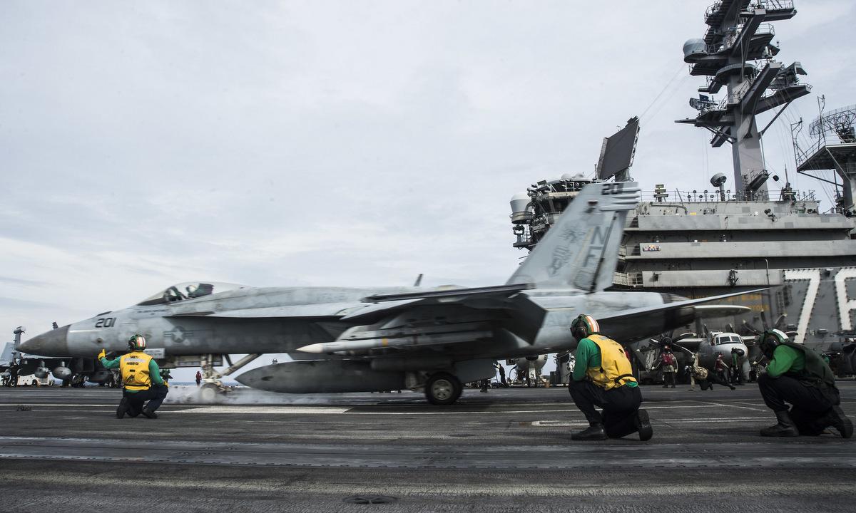 Tiêm kích F/A-18E xuất phát từ tàu USS Ronald Reagan trên Biển Đông hôm 15/10. Ảnh: US Navy.