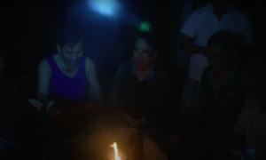 Đoàn cứu hộ đốt lửa sưởi ấm trước khi gặp nạn