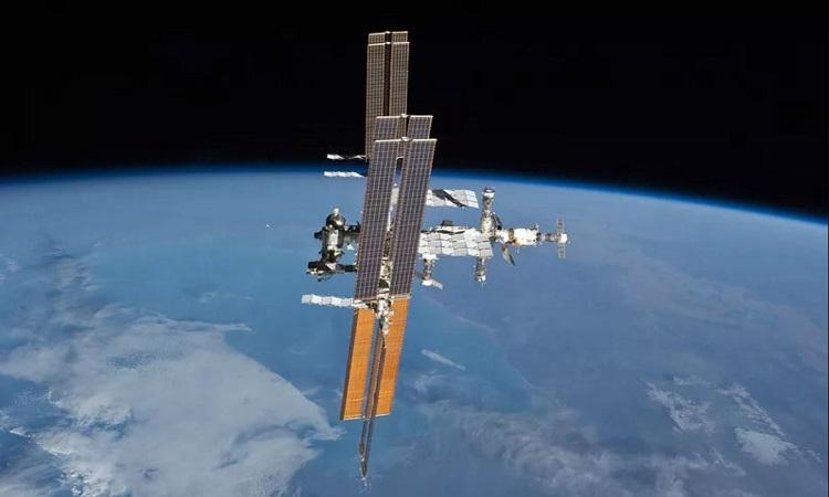 Trạm Vũ trụ Quốc tế quay quanh quỹ đạo Trái Đất. Ảnh: NASA.