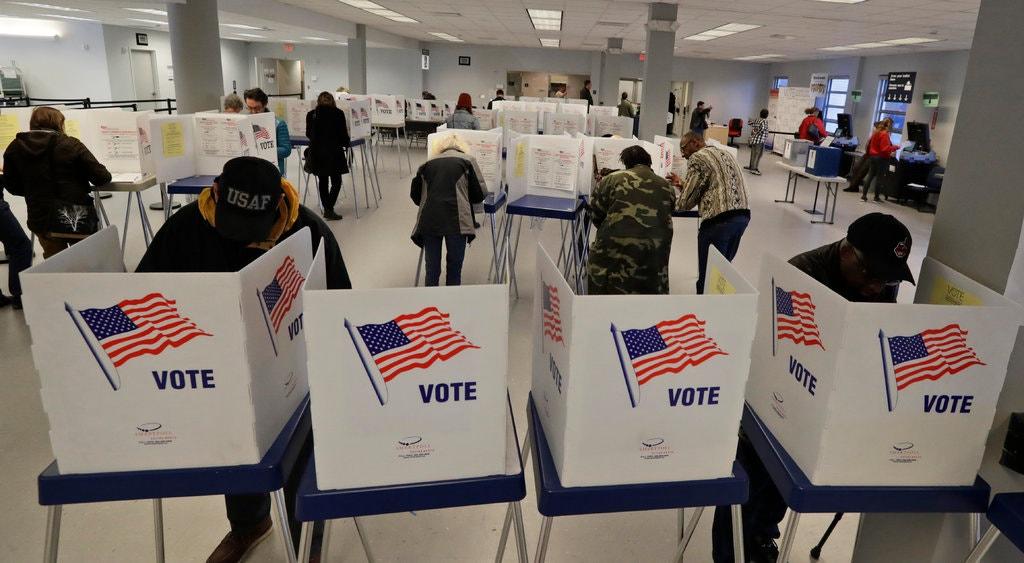 Một điểm bỏ phiếu sớm ở Cleveland, bang Ohio, hôm 13/10. Ảnh: AP.
