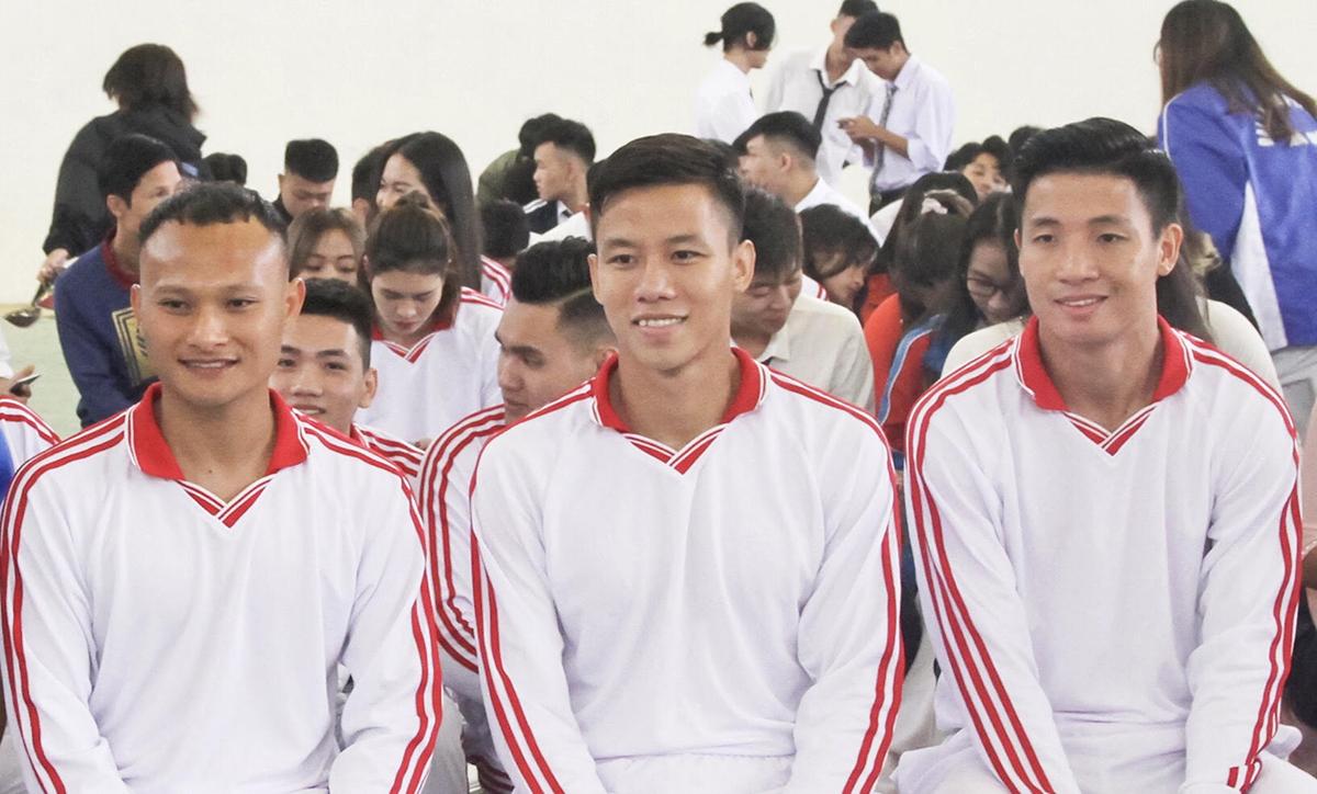 Bùi Tiến Dũng, Quế Ngọc Hải, Nguyễn Trọng Hoàng trong lễ khai giảng năm học 2020-2021. Ảnh: Thanh Thanh.