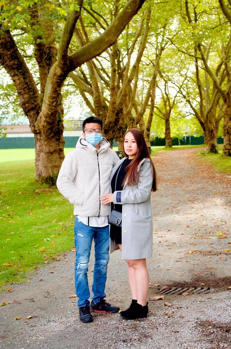 Nghiêm và Trâm đi dạo ở Vancouver, Canada, tháng 10/2020. Ảnh: Nhân vật cung cấp.
