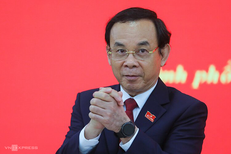 Bí thư Thành ủy TP HCM Nguyễn Văn Nên tại buổi họp báo trưa 18/10. Ảnh: Quỳnh Trần.