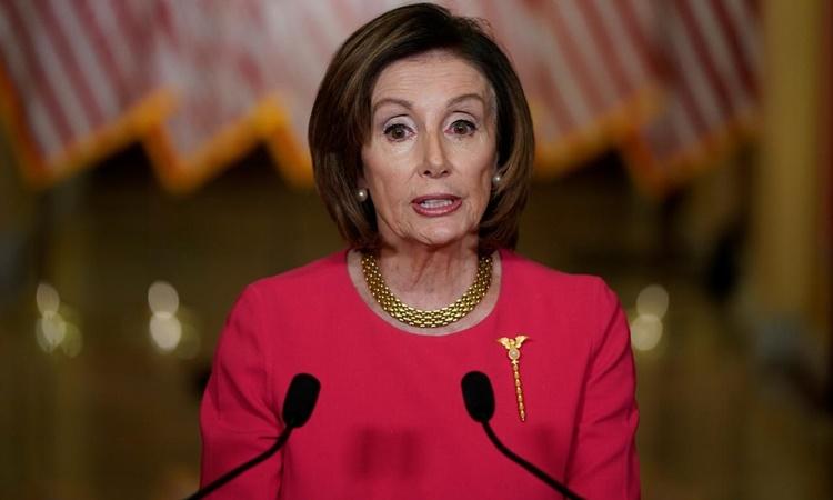 Chủ tịch Hạ viện Mỹ Nancy Pelosi phát biểu tại Washington hồi tháng ba. Ảnh: Reuters.