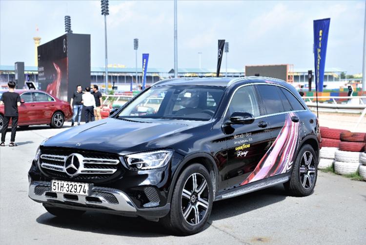 Xe Mercedes sử dụng lốp Goodyear.