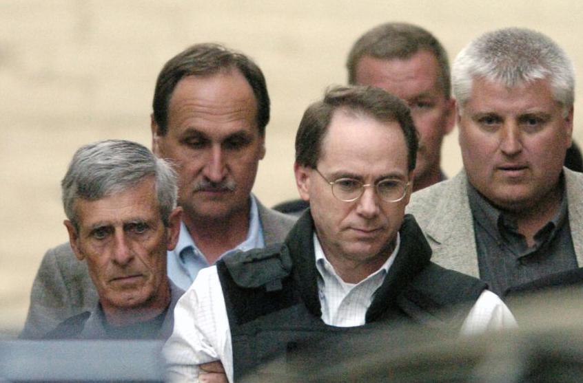 Terry Nichols (đeo kính) bị phạt chung thân và tù có thời hạn. Ảnh: Getty.