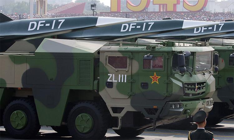 Tên lửa siêu vượt âm DF-17 trong lễ duyệt binh ở Bắc Kinh, Trung Quốc, tháng 10/2019. Ảnh: Reuters.