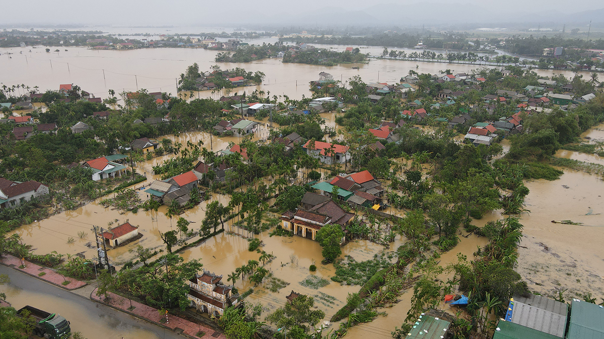 Lũ ở thị xã Hương Trà, Thừa Thiên Huế ngày 10/10. Ảnh: Võ Thạnh.