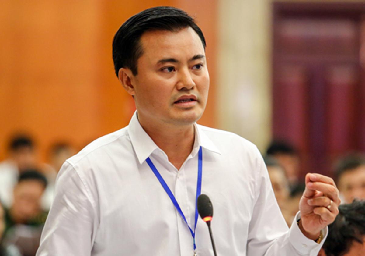 Ông Bùi Xuân Cường khi còn làm Giám đốc Sở Giao thông Vận tải trả lời chất vấn. Ảnh: Thành Nguyễn.
