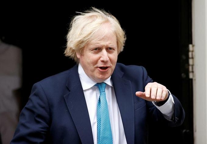 Thủ tướng Anh Boris Johnson rời văn phòng ở London hôm 16/6. Ảnh:Reuters