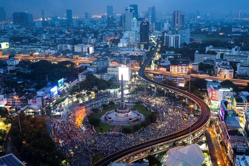 Biểu tình ở Bangkok hôm 18/10. Ảnh: Reuters