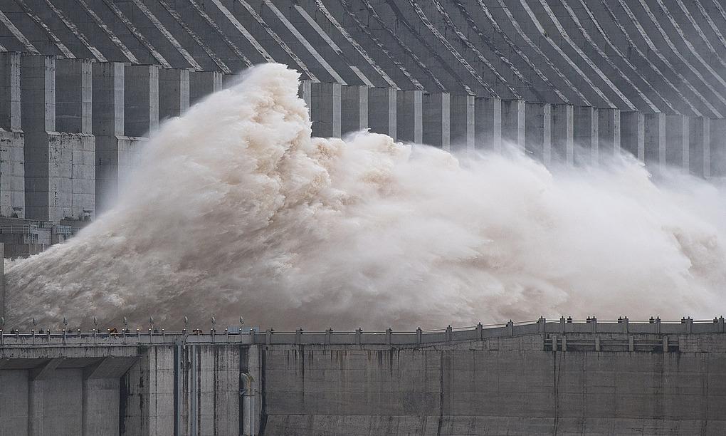 Đập Tam Hiệp ở tỉnh Hồ Bắc, Trung Quốc, xả lũ ngày 19/7. Ảnh: Xinhua.