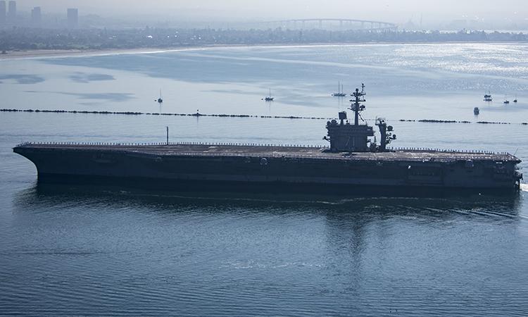 Tàu sân bay USS Theodore Roosevelt về cắn cứ không quân hải quân Đảo Bắc, San Diego, Mỹ, ngày 9/10. Ảnh: US Navy.