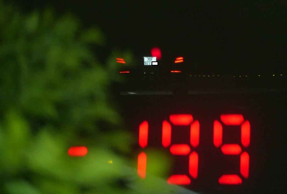 Máy đo tốc độ của CSGT hiển thị tài xế chạy gần 200km/h. Ảnh: Phương Sơn