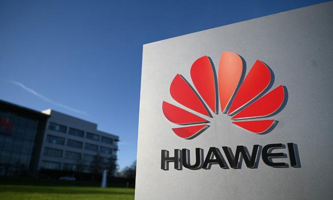 Logo Huawei bên ngoài văn phòng của công ty này tại Reading, Anh hồi tháng 1. Ảnh: AFP.