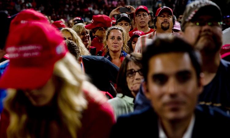 Những người ủng hộ Tổng thống Trump tham dự một buổi vận động tranh cử của ông ở thành phố Manchester, bang New Hampshire, hồi tháng 8. Ảnh: NYTimes.
