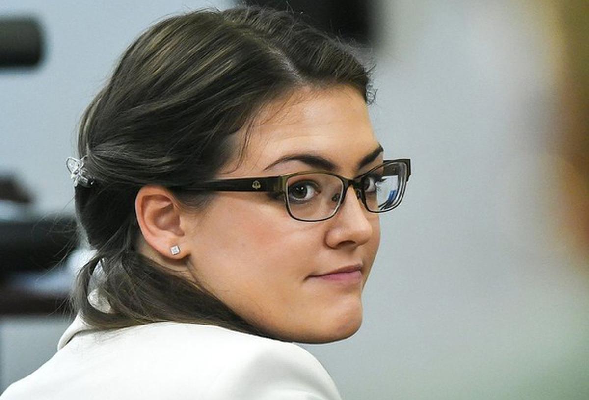 Kaitlyn Conley trong phiên tòa đầu tiên tại tòa án hạt Oneida vào tháng 4/2017. Ảnh: Syracuse.