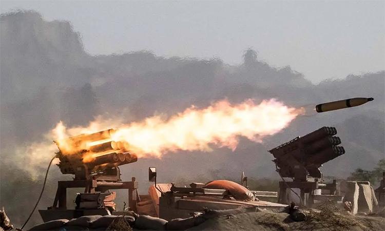 Pháo phản lực Iran khai hỏa trong tập trận Zolfaqar-99, ngày 10/9. Ảnh: Mehr News.