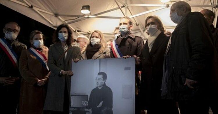 Người dân tuần hành tưởng niệm thầy giáo Samuel Paty ở Conflans-Sainte-Honorine ngày 21/10. Ảnh: Reuters.