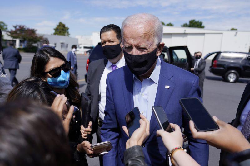 Joe Biden nói chuyện với báo giới tại Bắc Carolina hồi tháng 9. Ảnh: AP.