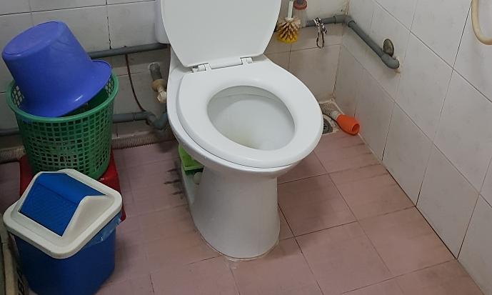 Phòng tắm hiện đại của gia đình.