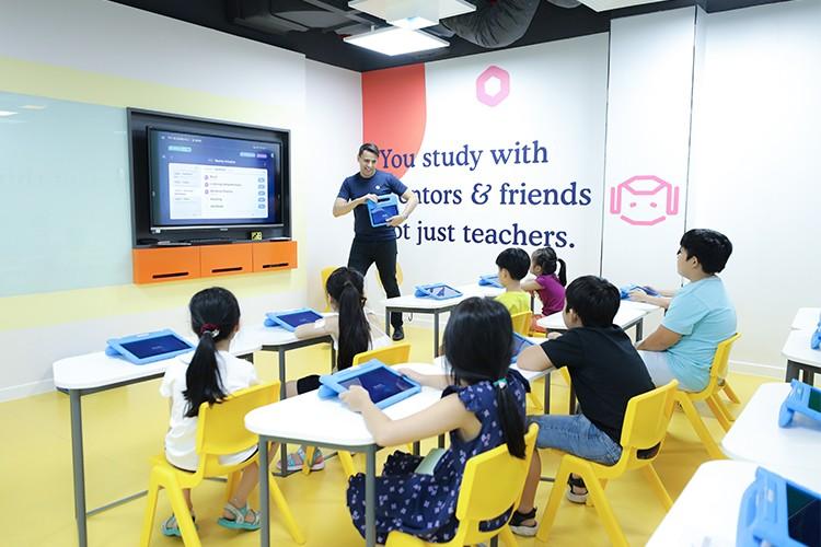 Giáo viên đóng vai trò người hướng dẫn, truyền cảm hứng cho trẻ. Xin tên người chụp ảnh.