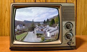 Ngôi làng rớt mạng 18 tháng vì chiếc tivi cũ