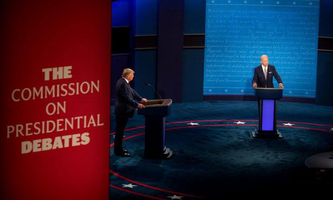 Tổng thống Trump (trái) và ứng viên đảng Dân chủ Biden trong cuộc tranh luận đầu tiên tại thành phố Cleveland, bang Ohio, Mỹ, hôm 29/9. Ảnh: USA Today.