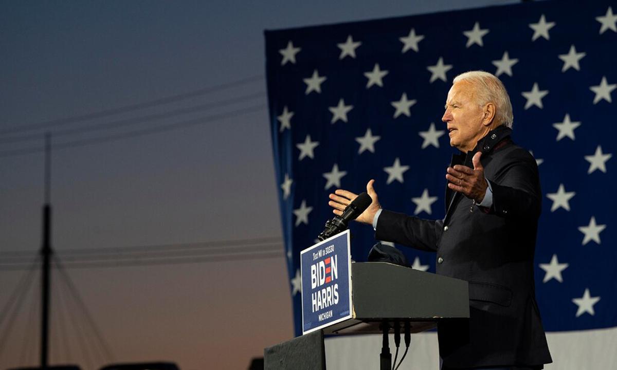 Ứng viên Joe Biden phát biểu tại sự kiện vận động tranh cử ở thành phố Detroit, bang Michigan tuần trước. Ảnh: NYTimes.