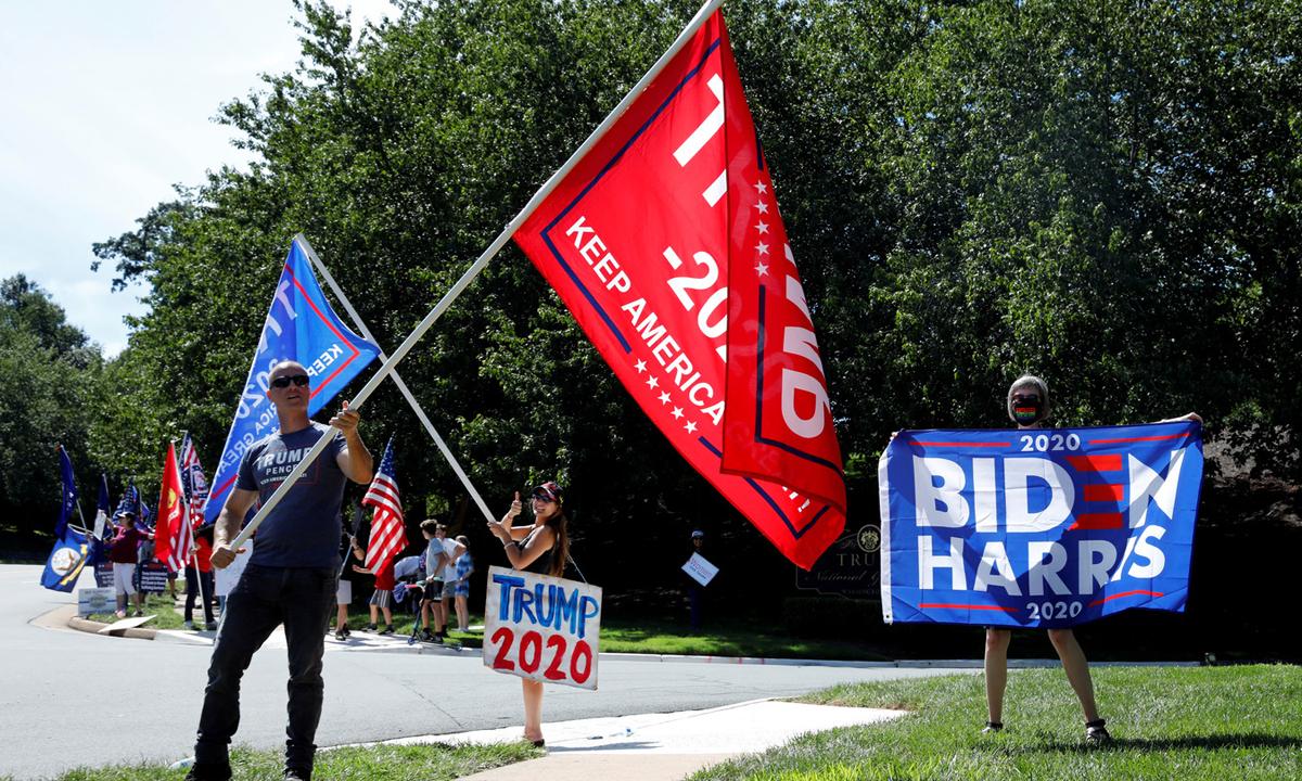 Người ủng hộ Tổng thống Trump và ứng viên Dân chủ Biden tập trung tại Sterling, bang Virginia, Mỹ, hôm 5/9. Ảnh: Reuters.