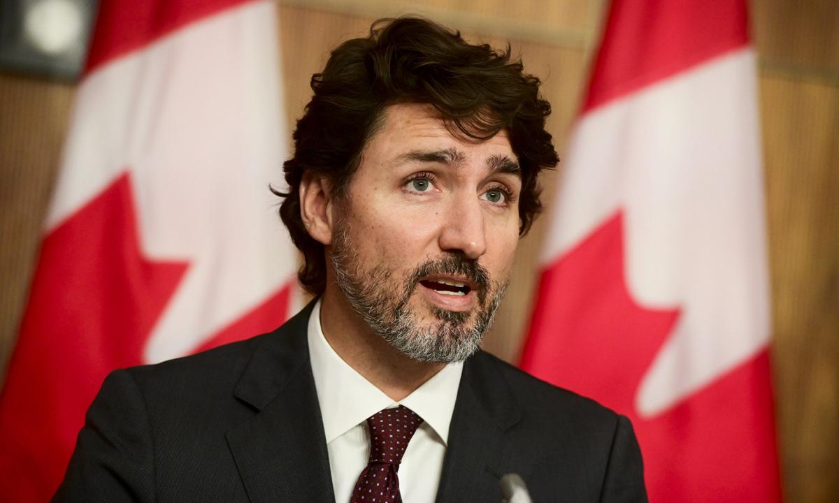 Thủ tướng Canada Justin Trudeau tại họp báo ở Ottawa hôm 13/10. Ảnh: AP.