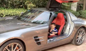 Dùng xe Rolls-Royce đón con, người mẹ bị nhóm phụ huynh chỉ trích
