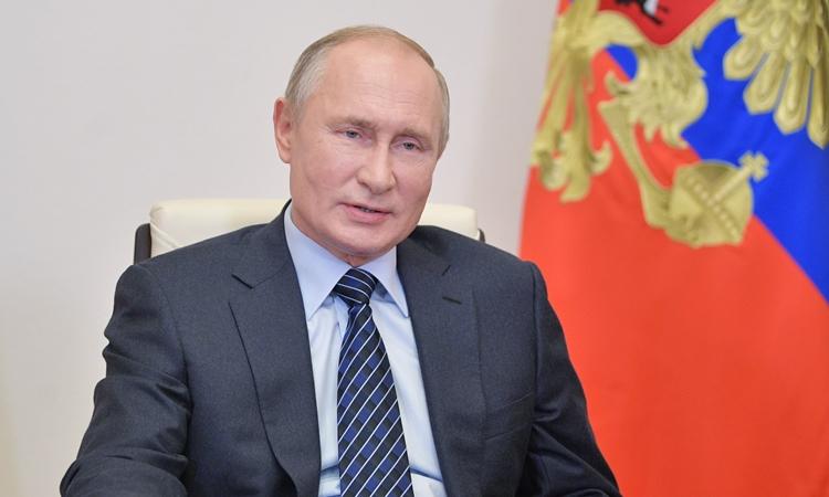 Tổng thống Nga Vladimir Putin phát biểu trong một cuộc họp trực tuyến hôm 21/10. Ảnh: Reuters.