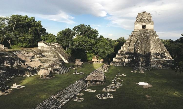 Thành phố Tikal của người Maya cổ đại. Ảnh: Jimmy Baum/Wikimedia Commons.