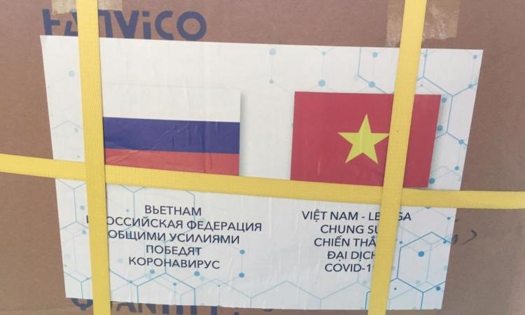 Lô hàng viện trợ nhân đạo Việt Nam gửi tới Nga hôm 10/8. Ảnh: Twitter/ Đại sứ quán Nga tại Việt Nam.