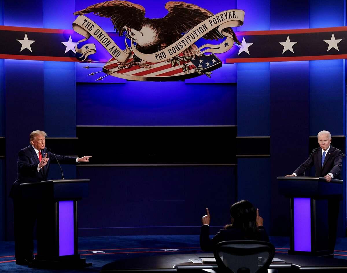 Trump (trái) tranh luận với Biden tại Tennessee ngày 22/10. Ảnh: Reuters.